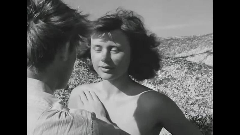 Фрагмент из фильма Ингмара Бергмана Лето с Моникой 1953 купание Моники