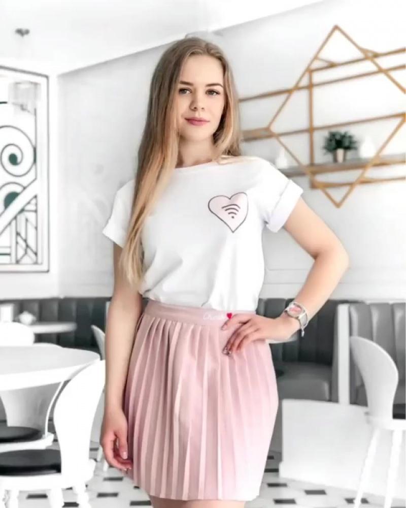 💗На Жене: ▫️ #футболка_от_kmc_irk 1490₽ ▫️ #юбка_от_kmc_irk 1790₽, также в сером цвете