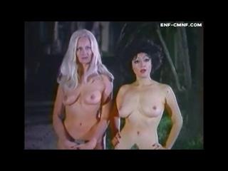 CMNF-отрывок из фильма – двух женщин арестовывают за то, что они гуляют голыми