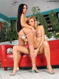 Mya Diamond & Sophie Paris