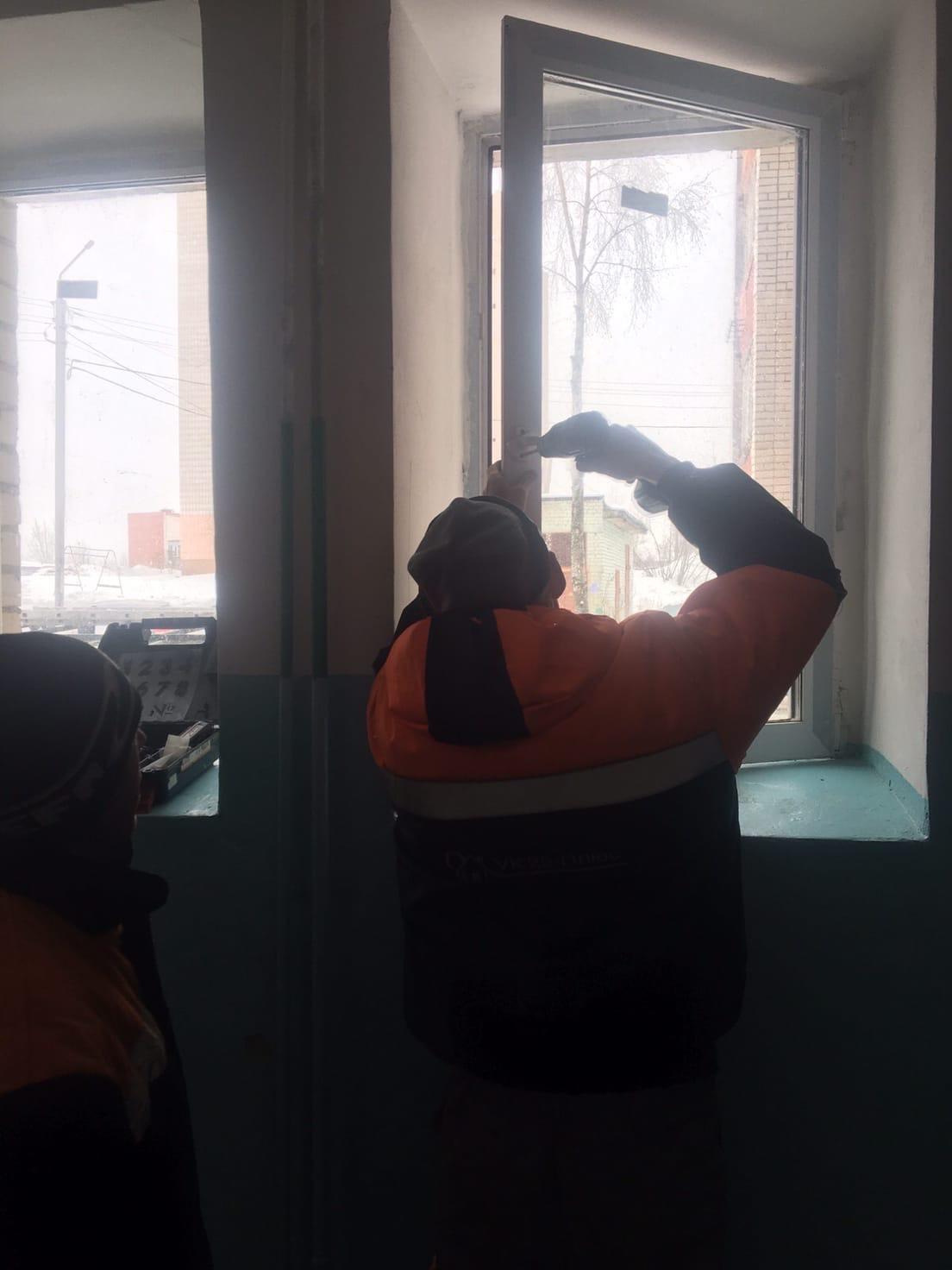 Ремонт ручек пластикового окна 1 этаж Физкультурников