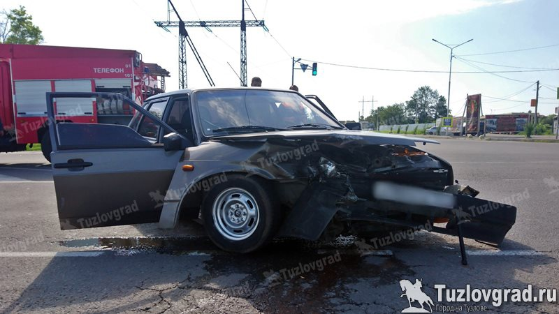На трассе Каменоломни - Новочеркасск в ДТП травмы получил водитель автомобиля