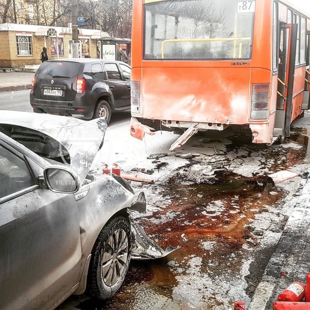 авария на улице Июльских дней в Нижнем Новгороде 18 ноября