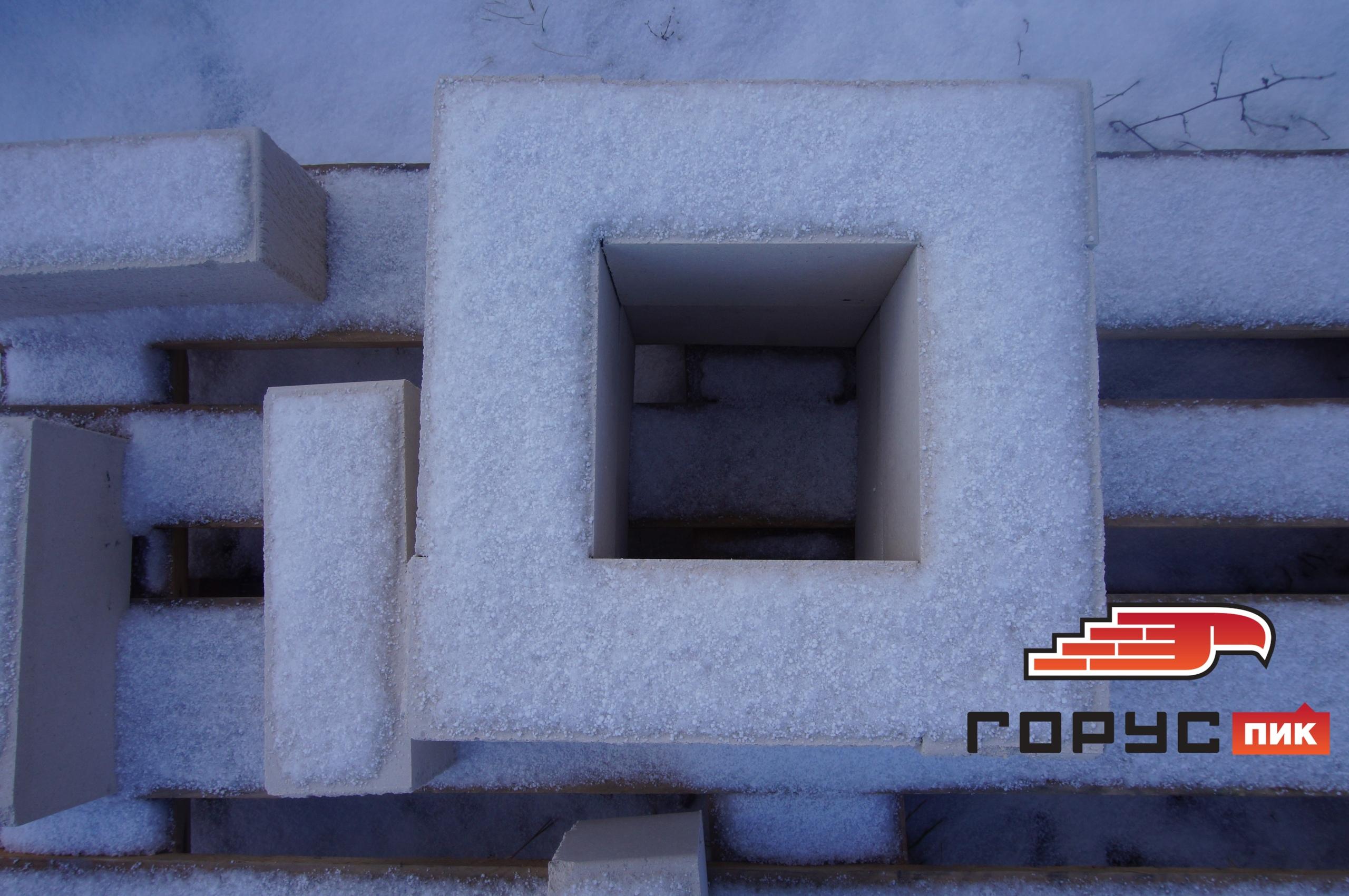 Недавно мы публиковали фотографии фрагмента кладки из белого кирпича с текстурой