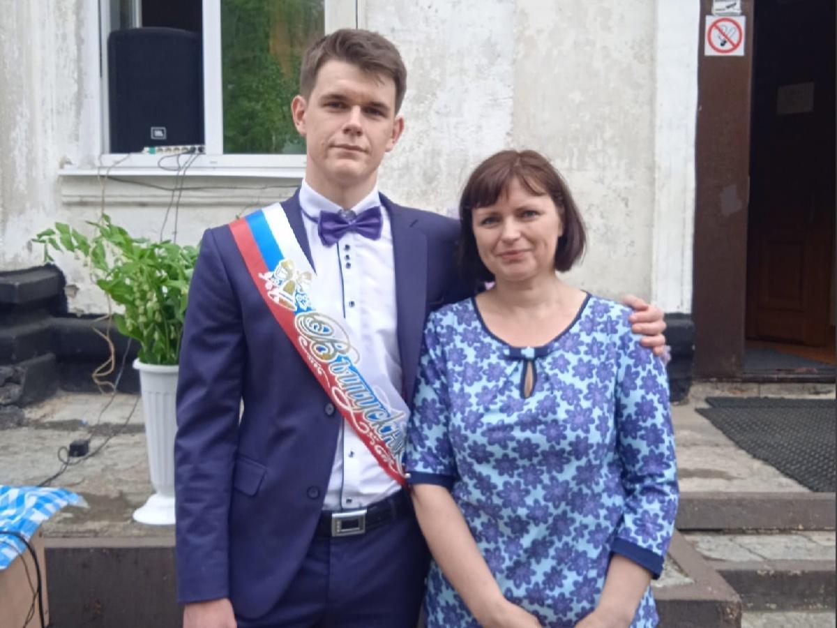 На ЕГЭ за 40 километров: как живет единственный в школе выпускник из Ярославской области