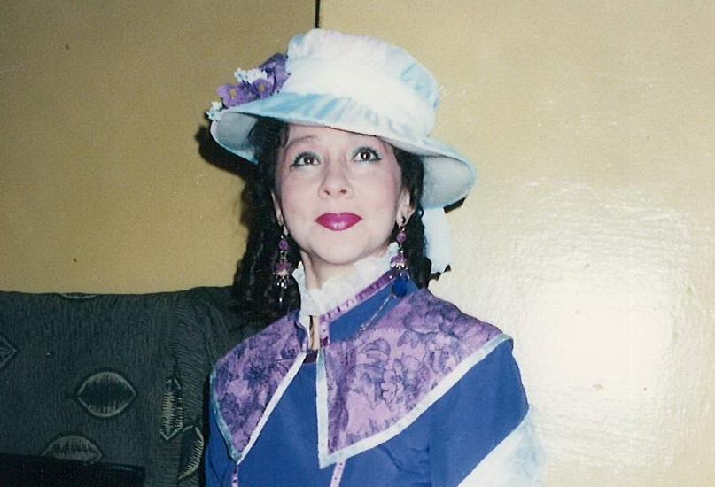 Анна Владимировна в спектакле «Светит, да не греет»