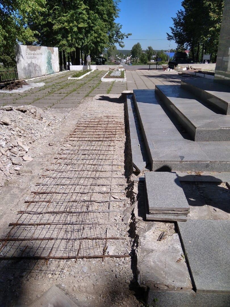 На Мемориале воинам-можгинцам, погибшим на фронтах Великой
