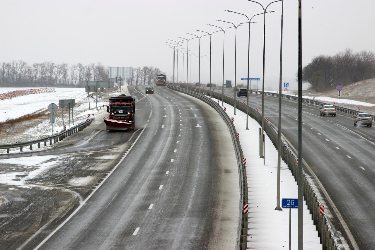 В выходные дни на федеральных трассах Ростовской будет дежурить порядка 40 единиц техники