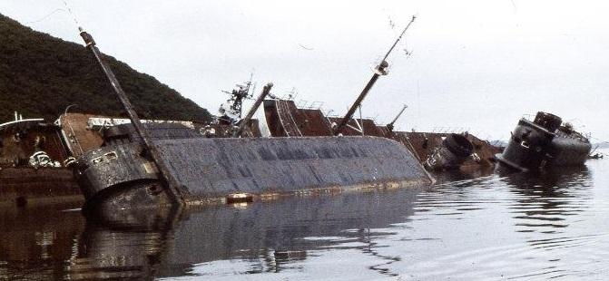Две подводные лодки пр. 629 упокоившиеся в бухте Труда (о. Русский). Первые советские ракетоносцы 1960-х гг. постройки.