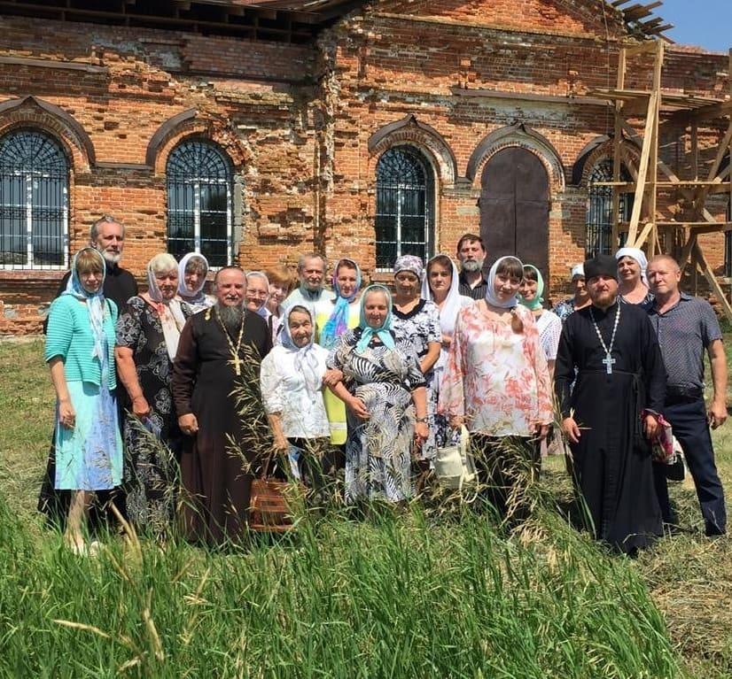 Приход храма Всех Святых села Таволожка Петровского благочиния отметил престольный праздник