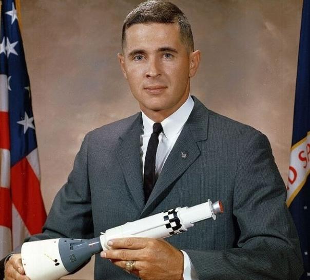 Слова Максима Равреба 29·12·2020 1. У пилотируемых полетов нет будущего. 2. Аполлон последняя успешная программа NASA. НО: а) никакой пользы от нее не было, кроме убытков. б) советы сэкономили