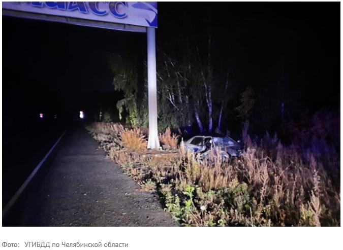 В Миассе ночью водитель на Mazda врезался в опору арки въезда в город и погиб