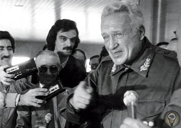 Фолклендская война (1982) Для времен Холодной войны, этот конфликт стал неким «возвратом в прошлое» во времена колониальных споров. 2 страны сражались на суше, воде и в воздухе за контроль над