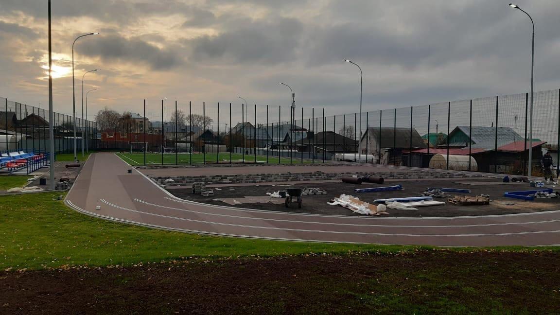 Тем временем новый стадион 10 школы почти