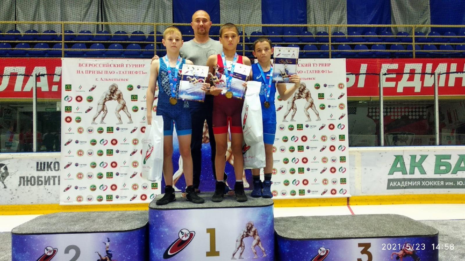 Можгинцы выиграли золото на Всероссийском юбилейном турнире по греко-римской борьбе