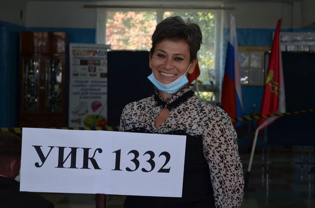 """Общественный наблюдатель Елена Хребтищева: """"Я пришла на свой избирательный участок и проголосовала на выборах в Госдуму и горсовет, потому что мне небезразлично наше будущее"""""""