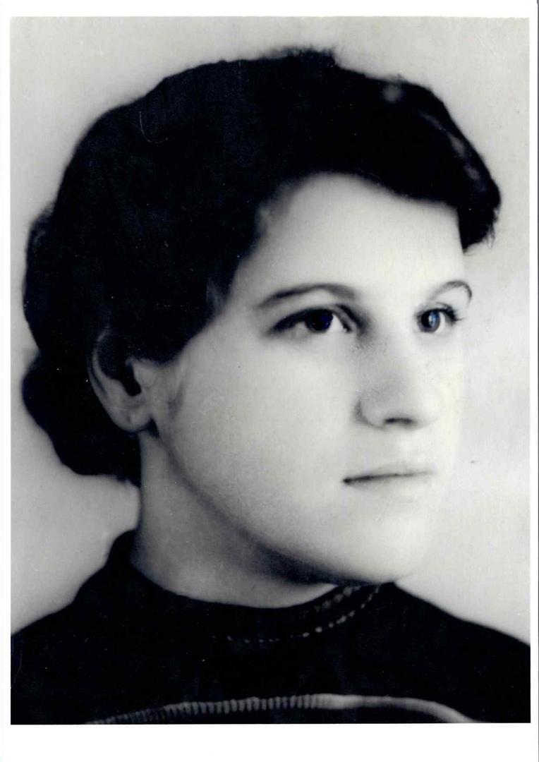 Мой бабушка, Потапова Антонина Григорьевна. Заправщица жаккардовых станков