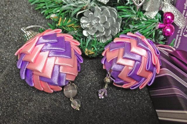 Оформление ёлочных шаров лентами - МК и идеи,как украсить шар лентами, как украсить новогодние шары канзаши, украшение шаров лентами своими руками, как сделать новогодние игрушки своими руками, Новый год 2021, Новый год 2022, Новый год 2023, год Быка 2021, новогодние поделки на год Быка 2021, новогодние поделки 2021, новогодние поделки 2023, новогодние поделки 2022, новогодние поделки своими руками,Елка из подручного материала (МК и варианты), как сделать елку своими руками из настоящей хвои, мастер-класс,