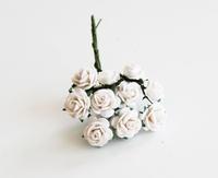 Mini розы 1 см - белые  5 шт - 38 руб  диаметр розы 1 см высота цветка 0,6см длина стебля 5 см