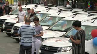 Глава региона Евгений Куйвашев передал часть автомобилей правительства области больницам