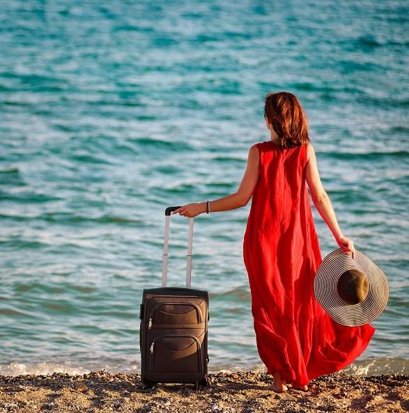 фото с чемоданом на море желанию
