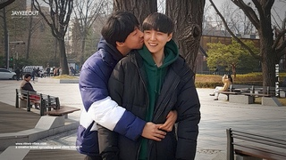 👨❤️💋👨 gay couple kissing in front of koreans   social experiment