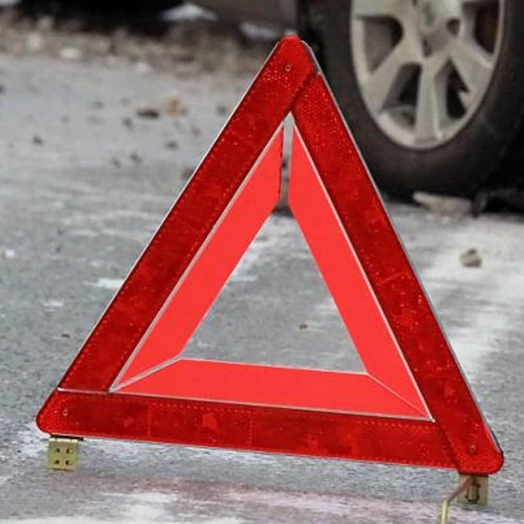 В Петровске водитель автомобиля сбил столб линии связи
