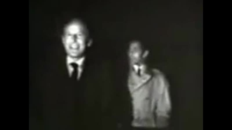Бурвиль напевает песенку La tactique du gendarme к ф Король Пандор на съемках своего последнего фильма Красный круг