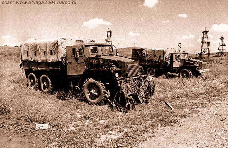 Бронированные Уралы-4320, защищенные комплектом брони, изготовленной на Муромском тепловозостроительном заводе. Чечня, июнь 2002 года