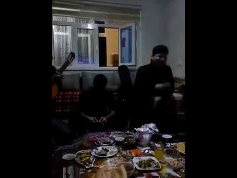 Turkmen Oglanlar Gulnara sowgat et garasdym aydymlary gitarada